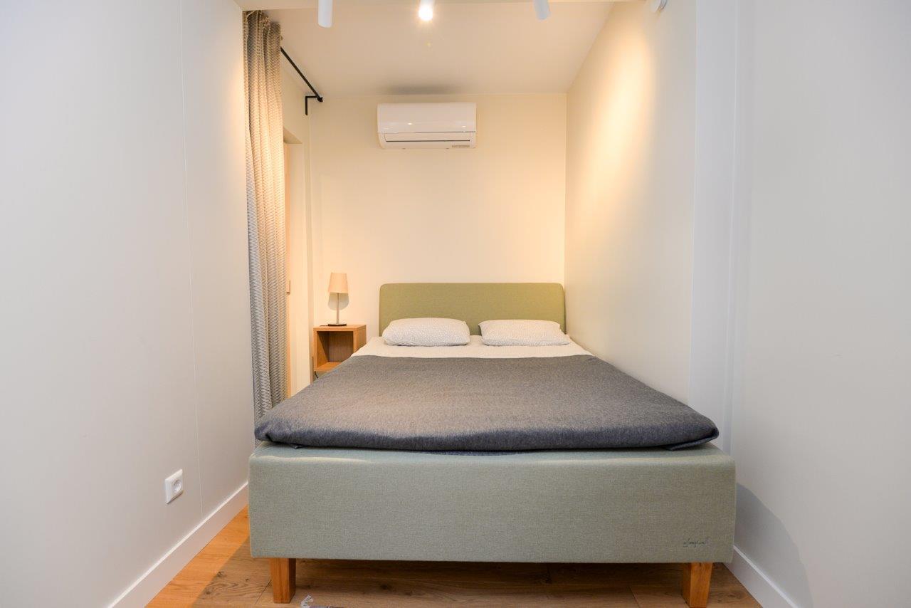 Trijų kambarių apartamentai su terasa ir balkonu